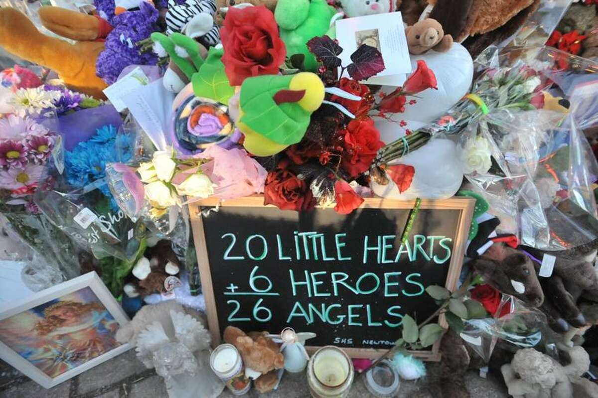 A sign at the monument in Newtown. 12/20/2012 Markell DeLoatch/DFM