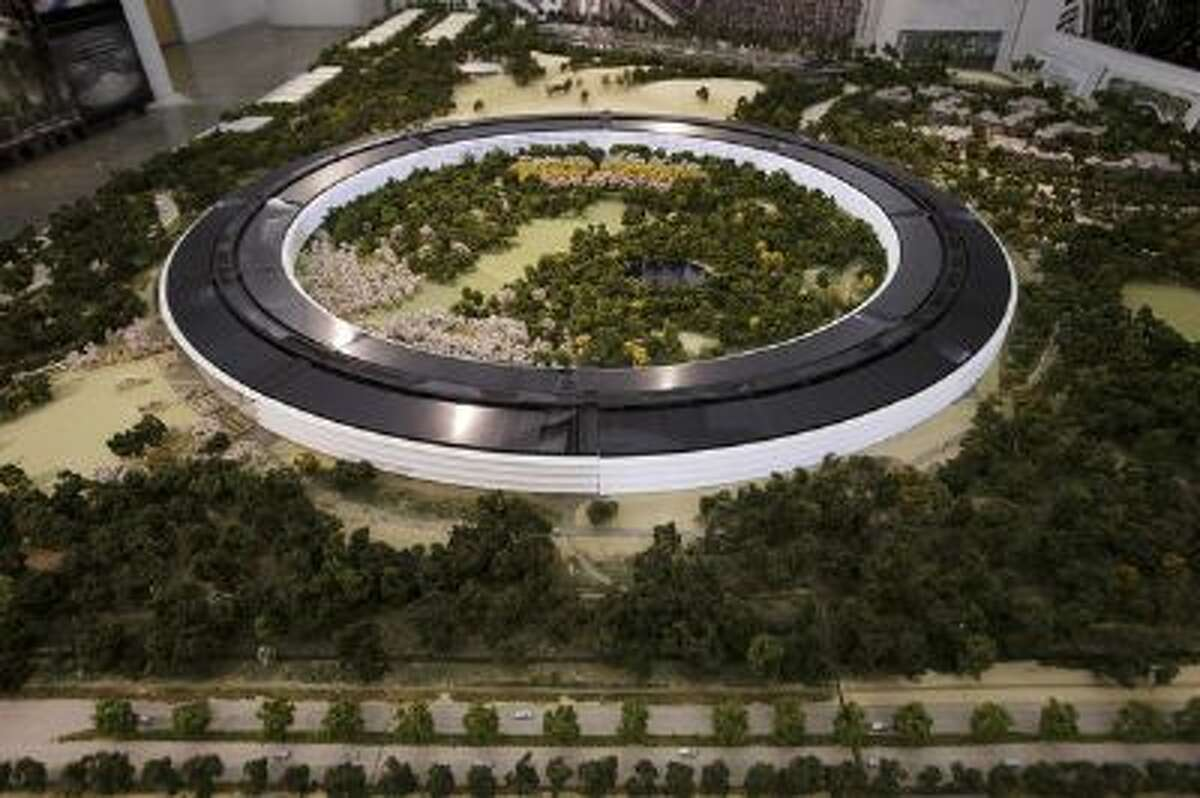 An overview of a model of Apple's proposed new campus. (Dai Sugano, Bay Area News Group)