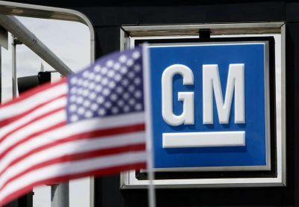 The U.S. flag flies at the Burt GM auto dealer in Denver June 1, 2009. REUTERS/Rick Wilking