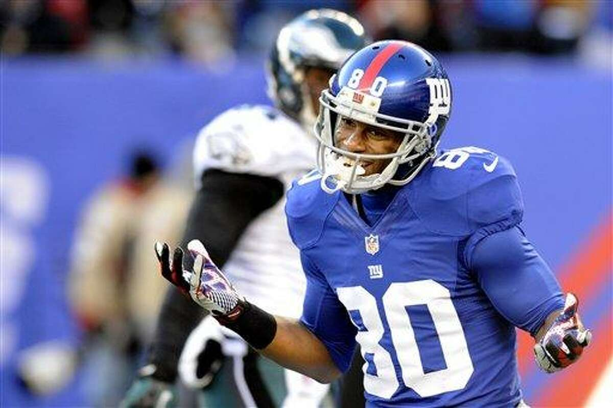 New York Giants wide receiver Victor Cruz (80) celebrates after catching a pass during the first half of an NFL football game against the Philadelphia Eagles Sunday, Dec. 30, 2012 in East Rutherford, N.J. (AP Photo/Bill Kostroun)