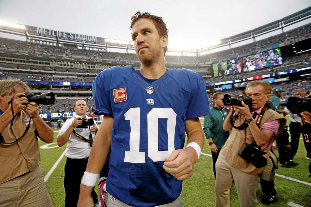 Giants quarterback Eli Manning leaves the field after Sunday's loss to the Eagles.