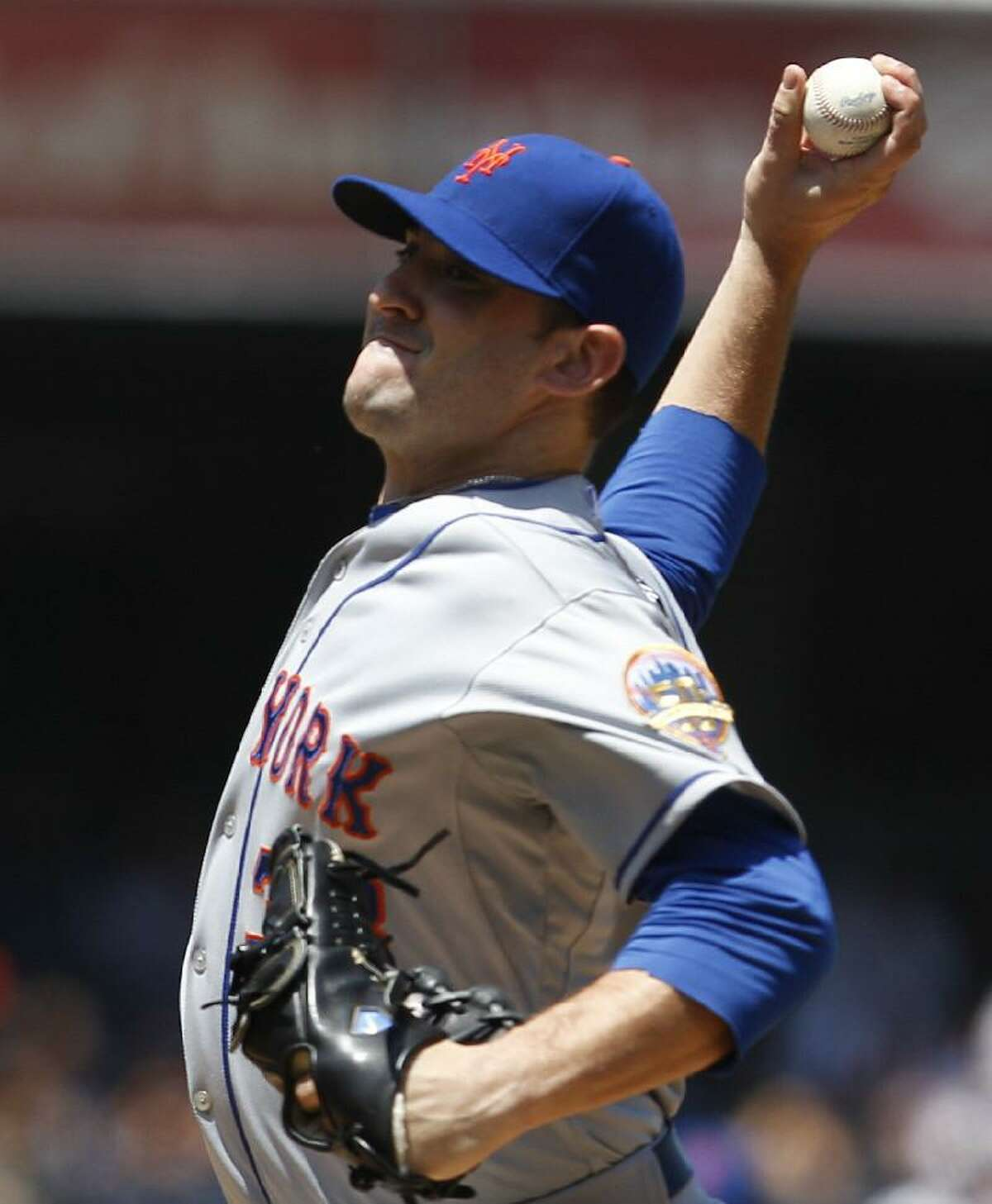 ASSOCIATED PRESS New York Mets starting pitcher Matt Harvey throws against the San Diego Padres during the first inning of Sunday's game in San Diego.