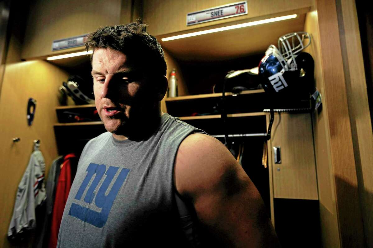 New York Giants guard Chris Snee has been placed on injured reserve, ending his season.
