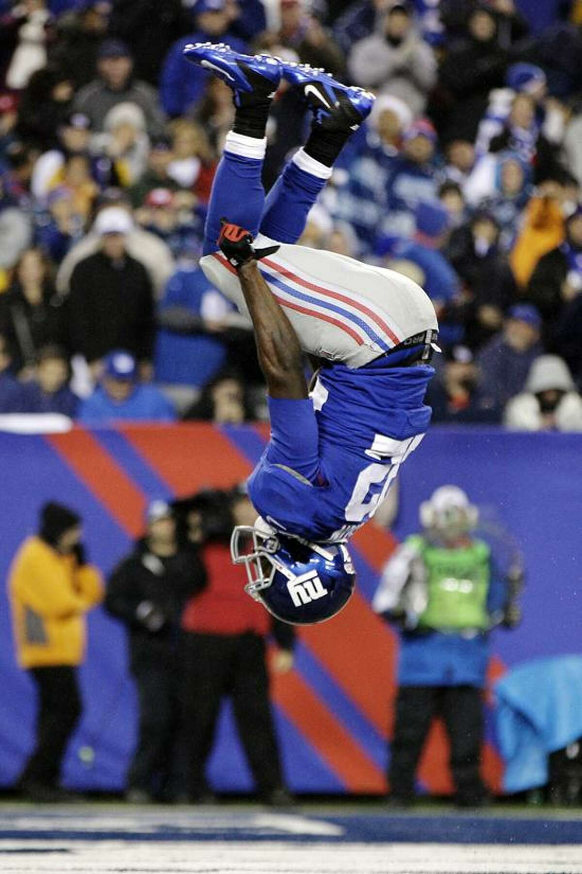New York Giants running back David Wilson (22) flips after scoring on a 6-yard touchdown run during the second half of an NFL football game against the New Orleans Saints, Sunday, Dec. 9, 2012, in East Rutherford, N.J. (AP Photo/Kathy Willens)