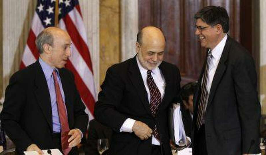 Chairman of the U.S. Commodity Futures Trading Commission Gary Gensler (L), U.S. Treasury Secretary Jack Lew (R) and Chairman of the Federal Reserve Bank Ben Bernanke (C) attend the Treasury Department's Financial Stability Oversight Council in Washington April 25, 2013. Photo: Reuters / X00044