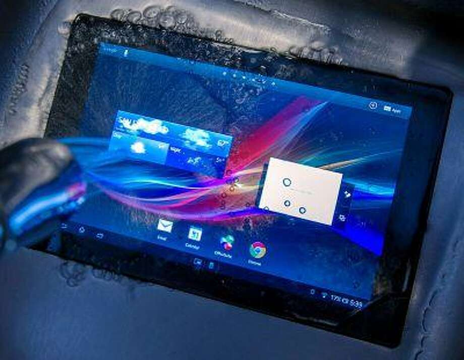Sony's Xperia Z is water-resistant to a depth of a meter for 30 minutes. (Bloomberg News/David Paul Morris) Photo: Bloomberg / BLOOMBERG