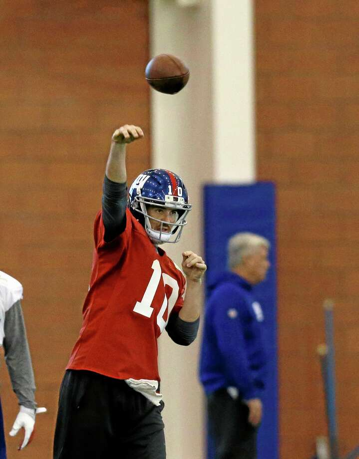 Quarterback Eli Manning will look to lead the Giants to their fifth straight win on Sunday against the Cowboys. Photo: Mel Evans — The Associated Press  / AP