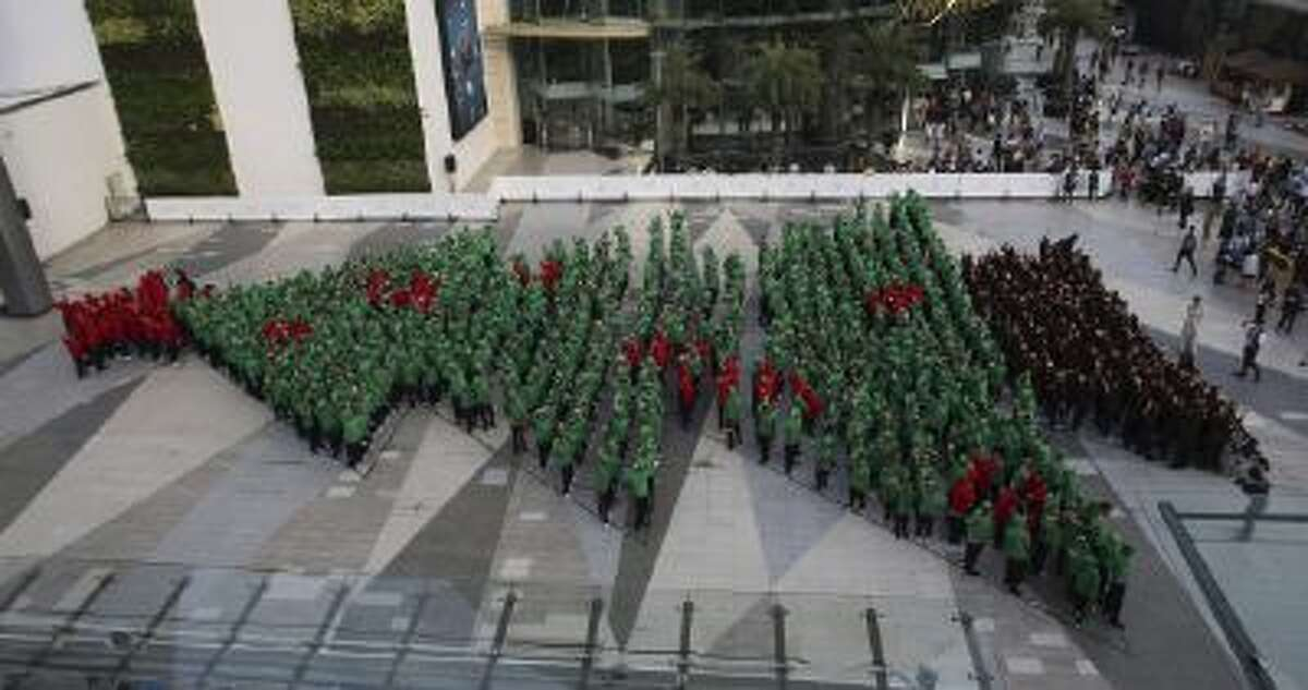 852 Thai students broke the Guinness World Record for forming the largest human Christmas tree in Bangkok, Thailand on Friday Nov. 22, 2013. The previous record was achieved by 672 participants at an event in D¸sseldorf, Germany, in December 2011.