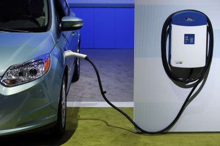 The Ford Focus Electric car is displayed next to a home charging station at the auto show in Los Angeles Nov. 29, 2012. Photo: ASSOCIATED PRESS / AP2012