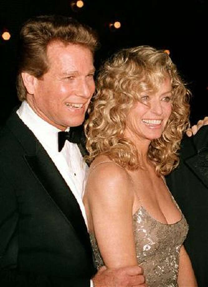 "This March 5, 1989 file photo shows actors Ryan O'Neal, left, and Farrah Fawcett at the premiere of the film. ""Chances Are,"" in New York. Photo: AP / AP"