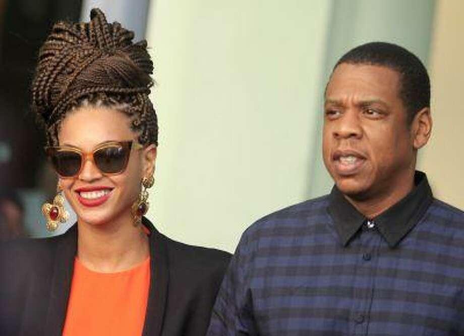 U.S. singer Beyonce (L) and her husband rapper Jay-Z walk as they leave their hotel in Havana April 4, 2013. REUTERS/Enrique De La Osa (CUBA - Tags: ENTERTAINMENT) Photo: REUTERS / X01991