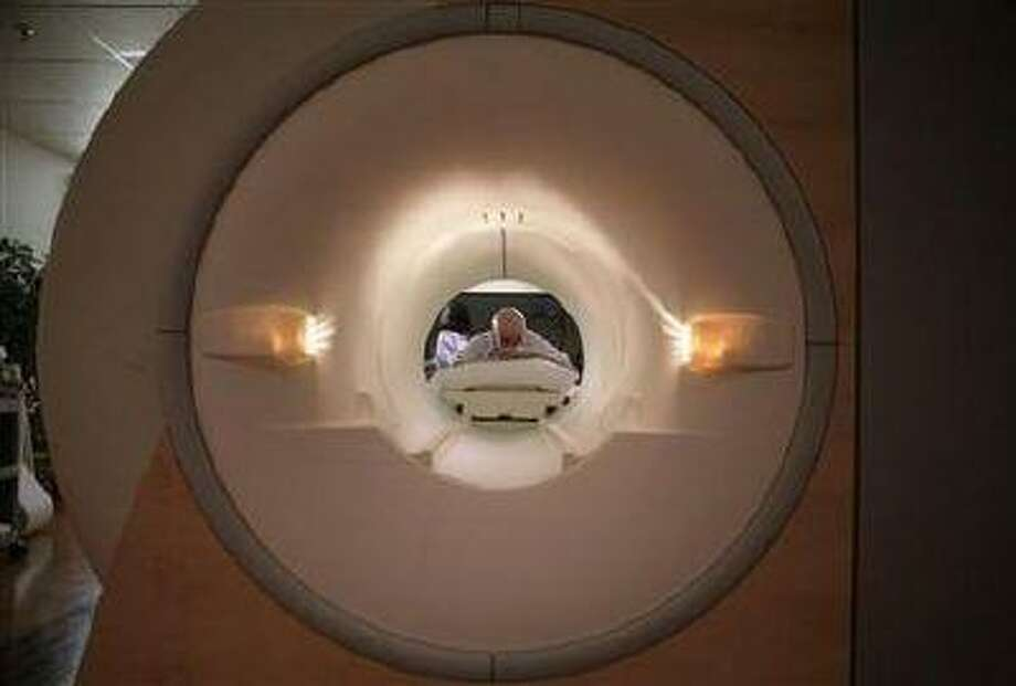 A cancer patient looks into the tube of a MRI scanner at a hospital in Washington on May 23, 2007. (Jim Bourg/Reuters)