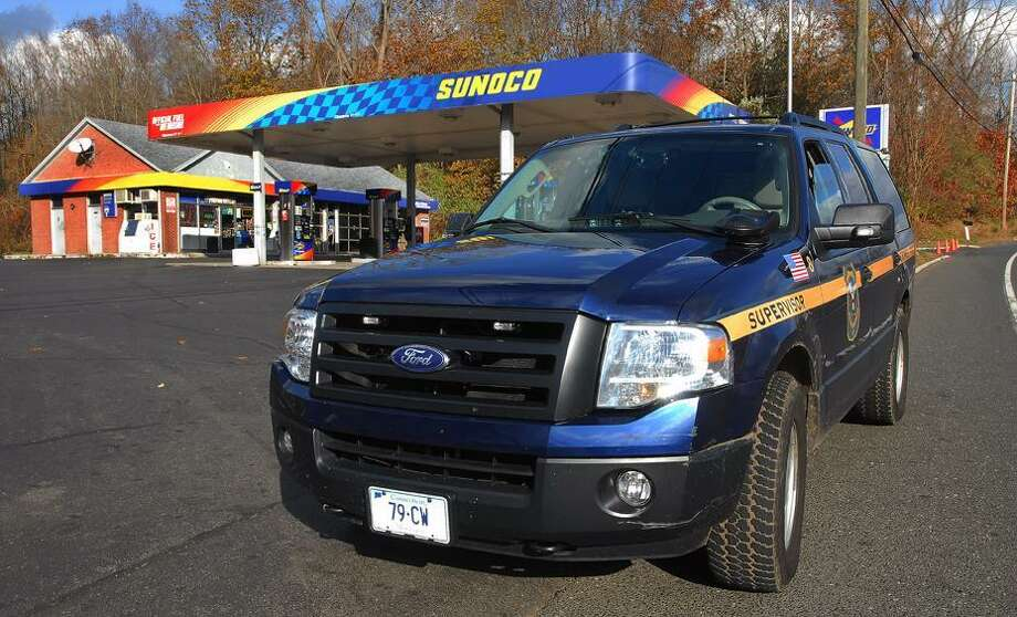 Catherine Avalone/The Middletown PressThe Sunoco gas station on West Street was robbed at gunpoint just after 12:30 p.m. Monday afternoon.