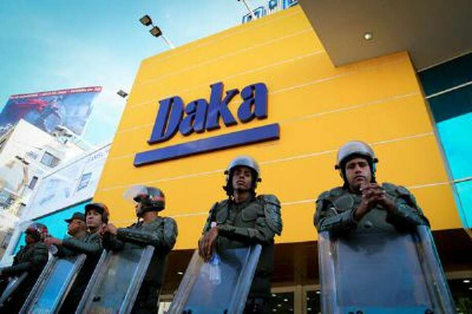 """Military stand outside Daka, Venezuela's equivalent of Best Buy, after the government forced it to charge """"fair"""" prices"""