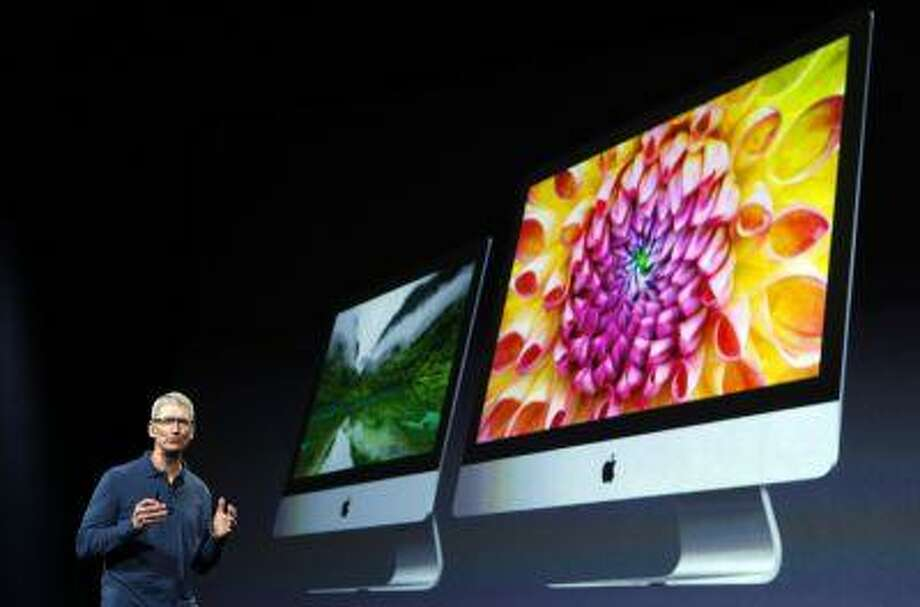 Apple CEO Tim Cook describes new models of the iMac desktop computers during an Apple event in San Jose, Calif. October 23, 2012. Photo: REUTERS / X90034