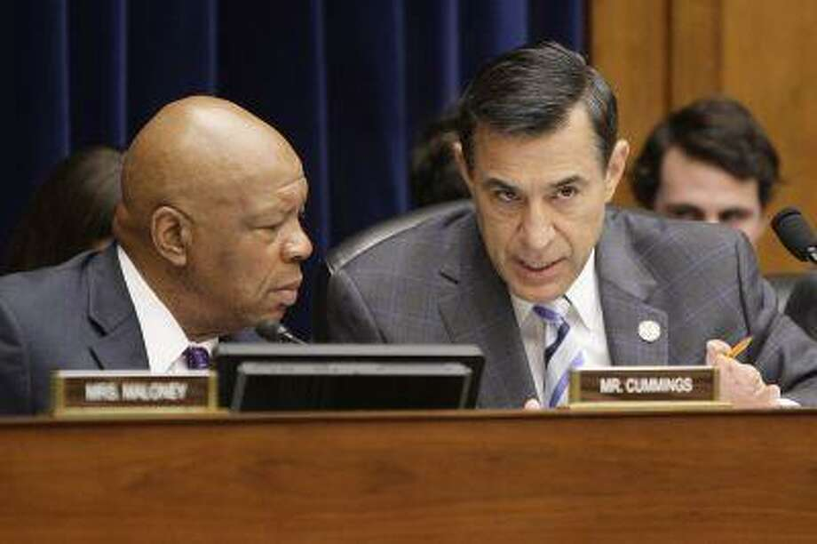 Committee chairman U.S. Representative Darrell Issa (R-CA) (R) and ranking member Rep. Elijah Cummings (D-MD) (L) confer during a House Oversight and Government Reform Committee hearing on targeting of political groups seeking tax-exempt status from the IRS, on Capitol Hill in Washington, May 22, 2013. (Jonathan Ernst/Reuters) Photo: REUTERS / X01676