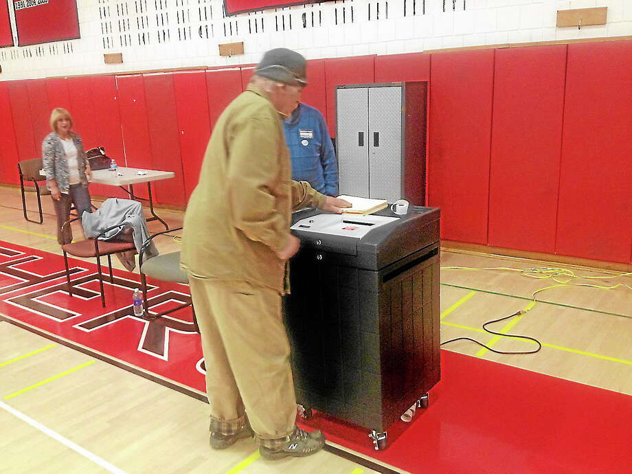 Residents vote in Cromwell Tuesday night. Photo: Jeff Mill — The Middletown Press