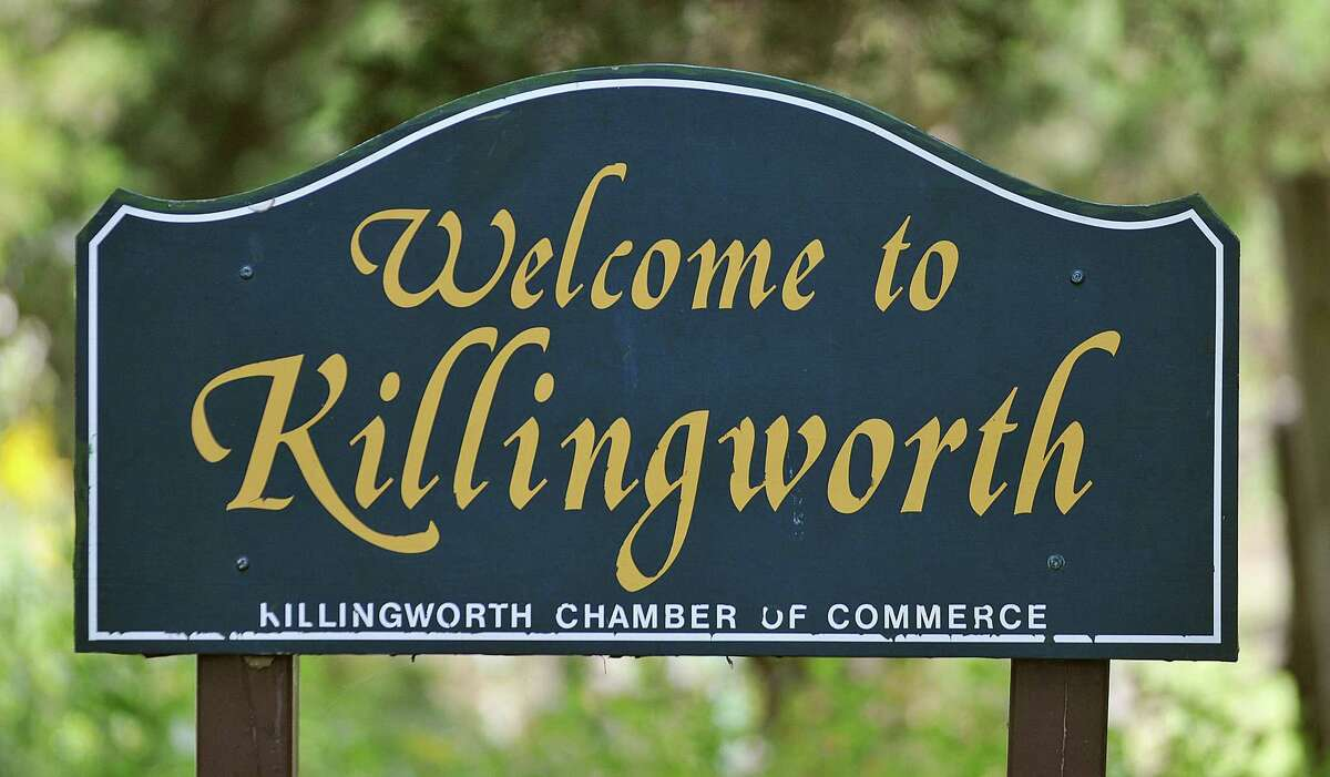 Killingworth sign. Catherine Avalone - The Middletown Press