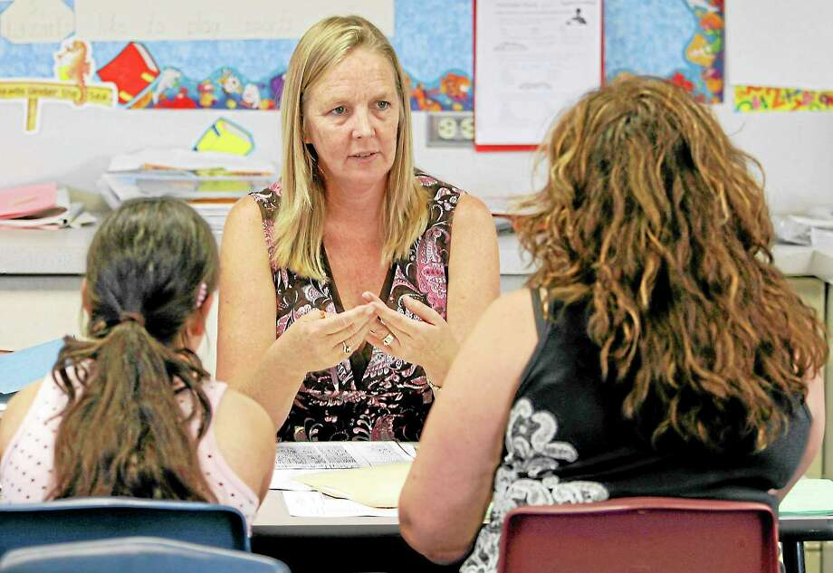 National Board Certified teacher Laurie Humphrey, center, talks with fifth grade student Melinda Guzman, left, and her mother Yoli Guzman, right, at a parent-teacher conference at Halecrest Elementary School in Chula Vista, Calif. Monday, Oct. 29, 2007. Photo: Denis Poroy—The Associated Press  / AP2007