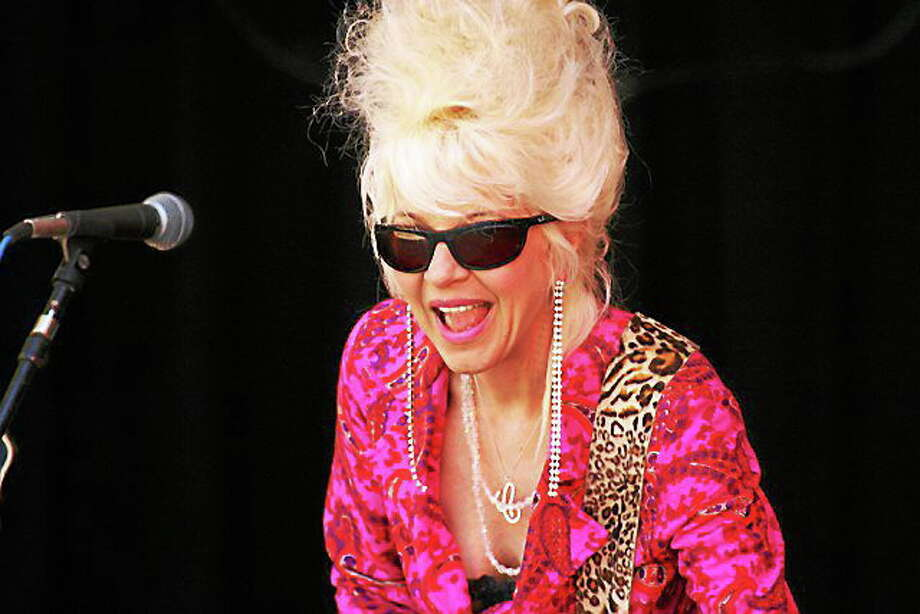 Photo by Dom Forcella Beehive Queen Christine Ohlman leads holiday festivities at CafÈ 9 Photo: Journal Register Co.