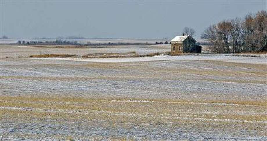 A snow-covered North Dakota field weathers the winter. Photo: AP / Bismarck Tribune