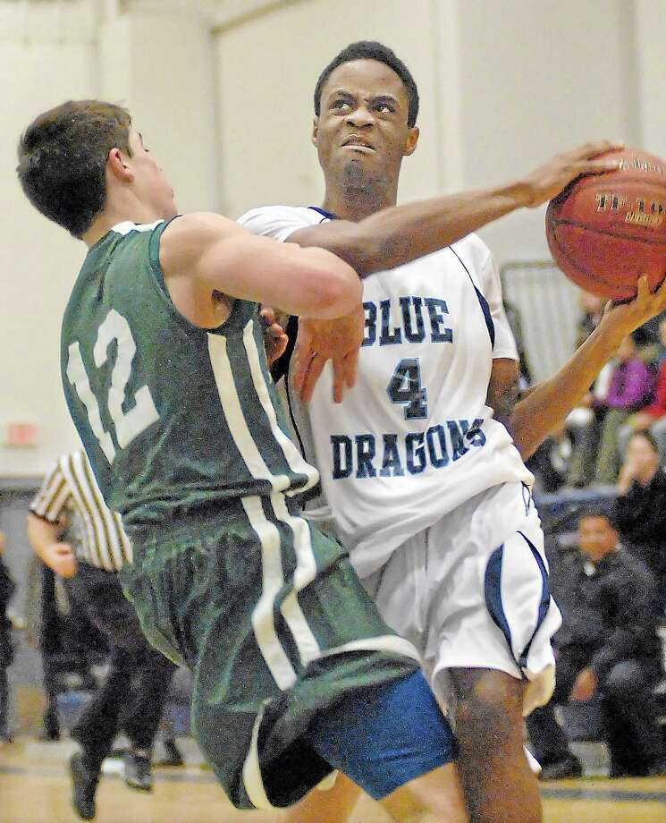 Middletown's Antonio White makes a move against Maloney at the LaBella-Sullivan Gymnasium at MHS last year. Photo: Catherine Avalone — The Middletown Press