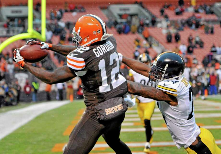 Stopping Browns wide receiver Josh Gordon (12) will be a priority for the New England defense on Sunday. Photo: David Richard — The Associated Press  / FR25496 AP