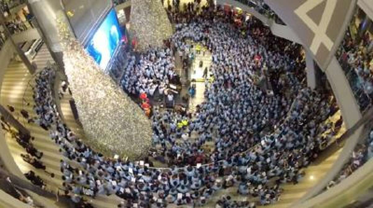 5,000 singers gather at the Mall of America in Minnesota to honor Zach Sobiech, who died of bone cancer in May.