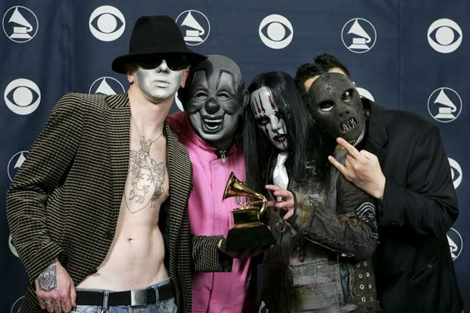 """FILE - In this Feb. 8, 2006, file photo, the group Slipknot pose with their award for best metal performance for """"Before I Forget"""" at the 48th Annual Grammy Awards in Los Angeles. Police say the band's bassist, Paul Gray, right, was found dead in an Urbandale, Iowa hotel room Monday. Photo: ASSOCIATED PRESS / AP2006"""