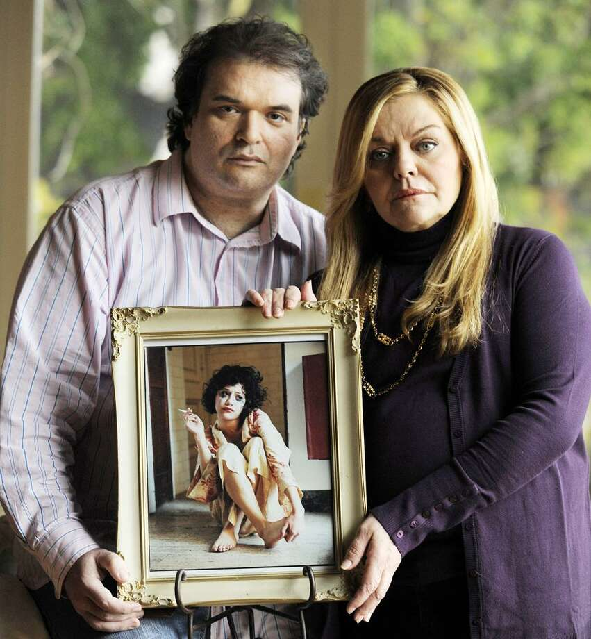 Simon Monjack, left, husband of deceased actress Brittany Murphy, and Murphy's mother Sharon pose with a portrait of the actress, in Los Angeles Tuesday. Monjack said the portrait by photographer Bruce Weber was Murphy's favorite photo of herself. (AP) Photo: AP / AP