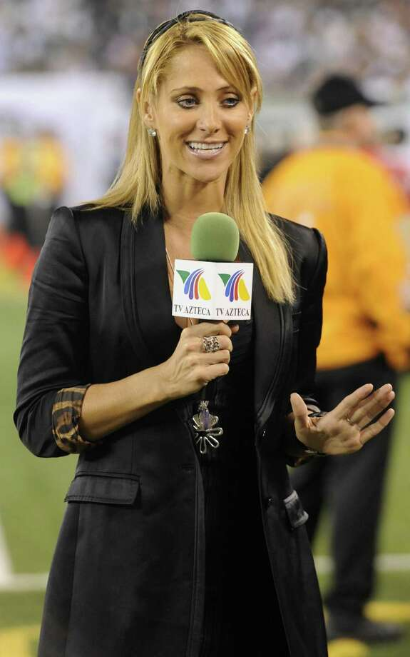 Ines Sainz, a reporter for the Mexican network TV Azteca, gestures while working on the sideline during the second quarter of an NFL football between the New York Jets and the Baltimore Ravens at New Meadowlands Stadium in East Rutherford, N.J., Monday, Sept. 13, 2010. Jets owner Woody Johnson said Monday that he apologized to Sainz for his players' reported treatment of her during and after practice Saturday. (AP Photo/Bill Kostroun) Photo: ASSOCIATED PRESS / FR51951 AP