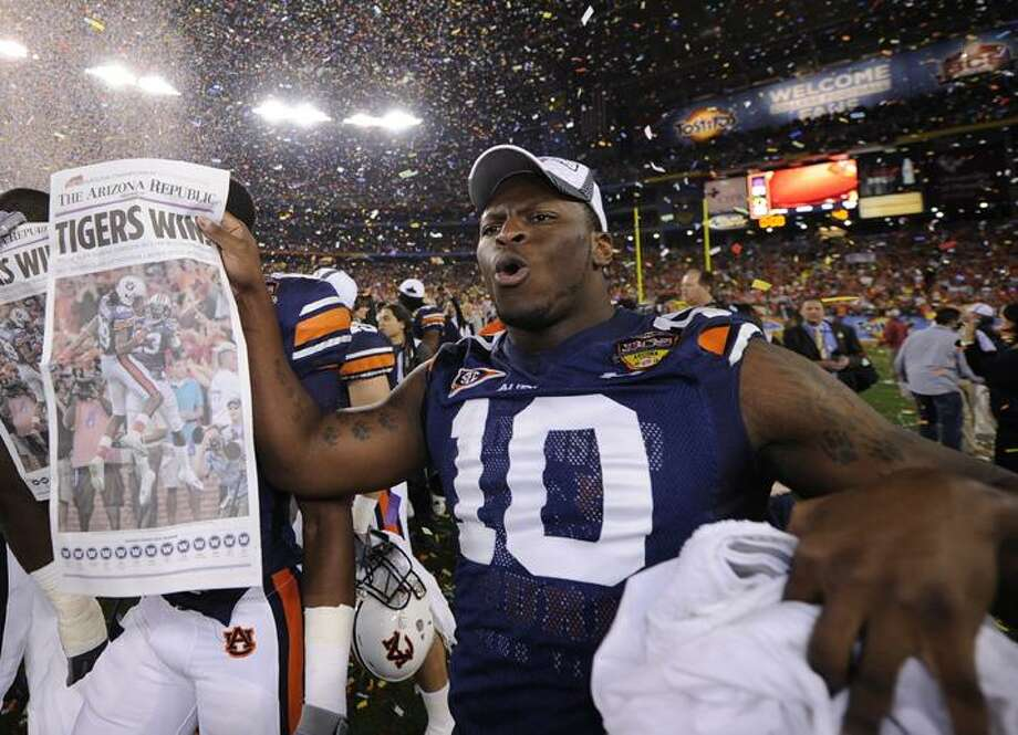 AP Auburn's LaDarius Owens (10) celebrates with the Coaches' Trophy after beating Oregon 22-19 in he BCS National Championship NCAA college football game Monday in Glendale, Ariz.