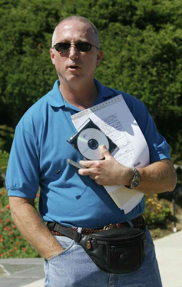 FILE - In this July 31, 2006 file photo, Los Angeles County Sheriff deputy James Mee speaks to a reporter at his home in Calabasas, Calif.   (AP Photo/Nick Ut, file) Photo: ASSOCIATED PRESS / AP