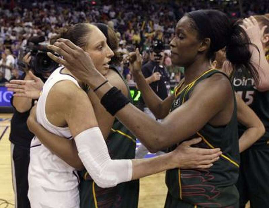 Phoenix Mercury guard Diana Taurasi, left, congratulates Seattle Storm forwards Le'coe Willingham, center, and Swin Cash, right, after the Storm defeated the Mercury 91-88 in Game 2 of the WNBA basketball Western Conference finals Sunday. (AP) Photo: ASSOCIATED PRESS / FR5880 AP