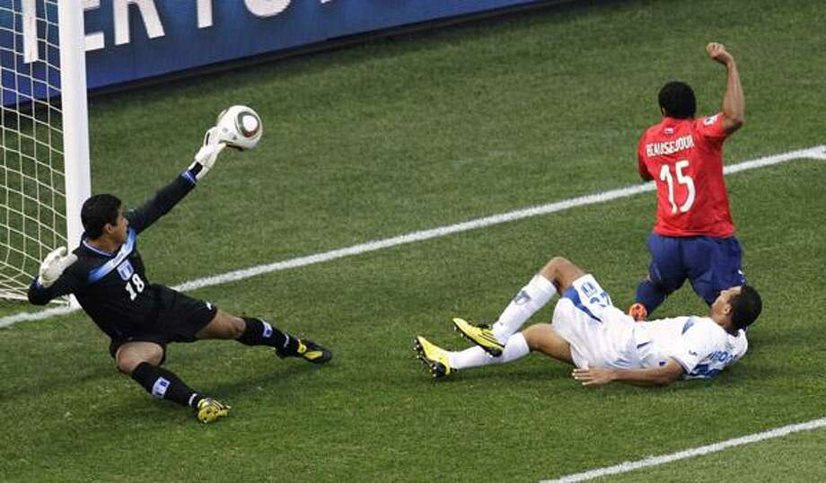 Chile's Jean Beausejour, top right, shoots to score past Honduras goalkeeper Noel Valladares during the World Cup group H soccer match between Honduras and Chile at Mbombela Stadium in Nelspruit, South Africa, Wednesday. (AP) Photo: ASSOCIATED PRESS / AP