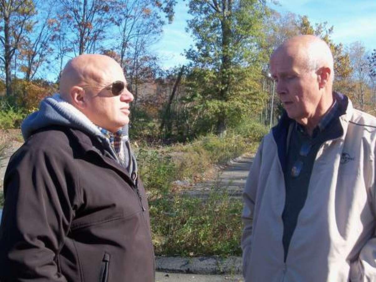 Rick Sabatino, left, speaks with Jon Brayshaw