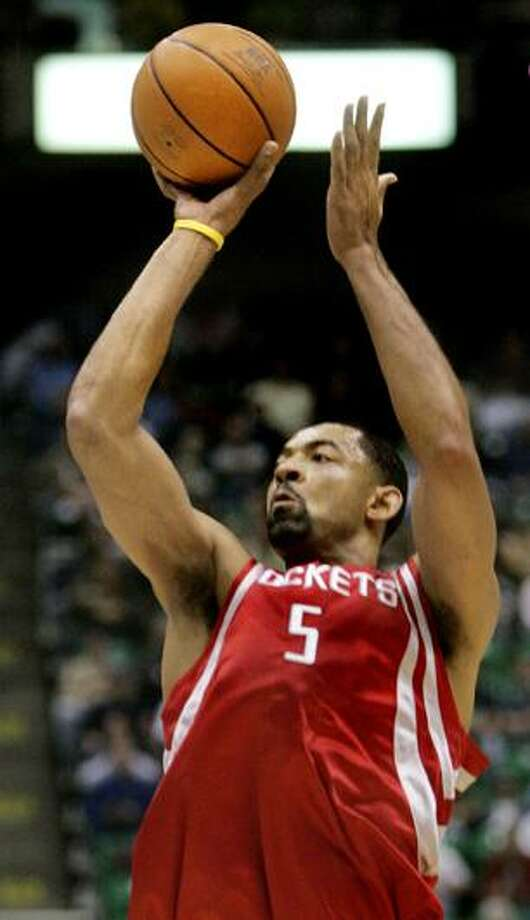 16-year NBA veteran Juwan Howard joined the Miami Heat on Tuesday, signing a veteran's minimum salary. He is the team's 12th player under contract for the 2010-11 season. (AP)