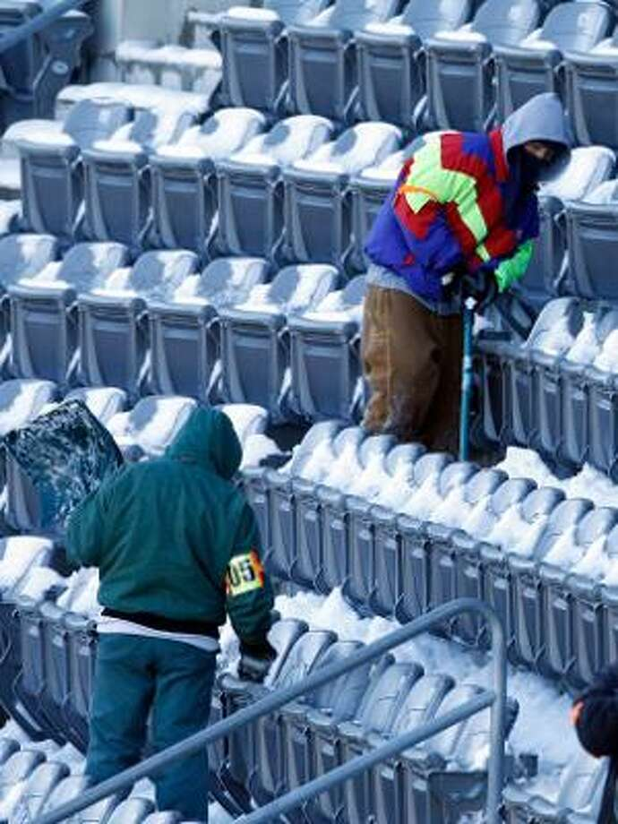 AP Work crews remove snow from the stands of Lincoln Financial Field, home of the Philadelphia Eagles, in Philadelphia on Monday. A winter storm resulted in the postponement of the Minnesota Vikings-Eagles game from Sunday night to Tuesday night.