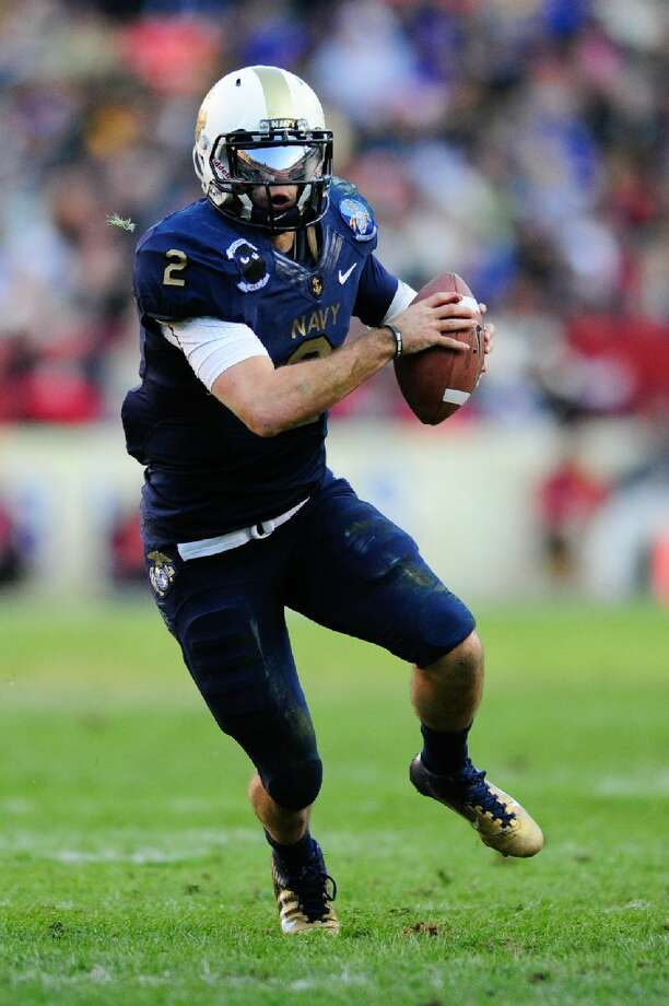 ASSOCIATED PRESS Navy QB Kriss Proctor (2) rushes during the 112th matchup between the Army Black Knights and the Navy Midshipmen at FedEx Field in Landover, MD. Navy defeated Army 27-21.