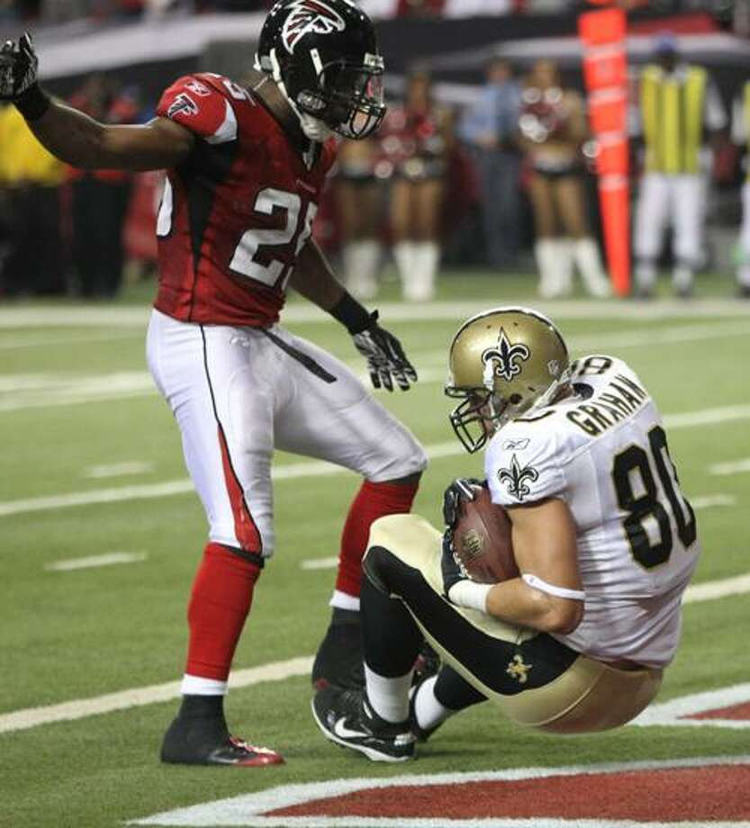 New Orleans Saints tight end Jimmy Graham (80) catches the game winning touchdown in the fourth quarter as Atlanta Falcons defender William Moore (25) pursues during their NFL football game at the Georgia Dome in Atlanta Monday, Dec. 27, 2010. The Saints won 17-14. (AP Photo/John Bazemore) Photo: AP / AP