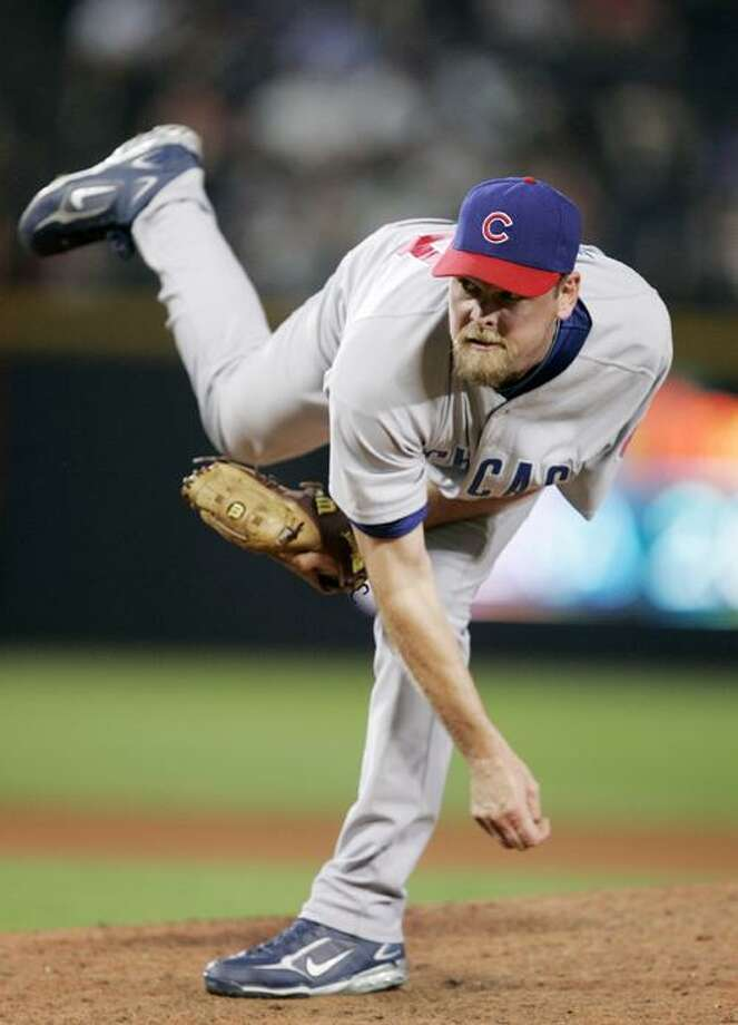 FILE - In this Aug. 13, 2008 file photo, Chicago Cubs pitcher Kerry Wood throws against the Atlanta Braves in the eighth inning of a baseball game in Atlanta. Wood is returning to the Chicago Cubs, agreeing to a one-year, $1.5 million contract, a person familiar with the negotiations told The Associated Press. The person spoke Thursday, Dec. 16, 2010, on condition of anonymity because the agreement had not yet been announced. (AP Photo/John Bazemore, File) Photo: ASSOCIATED PRESS / AP2008