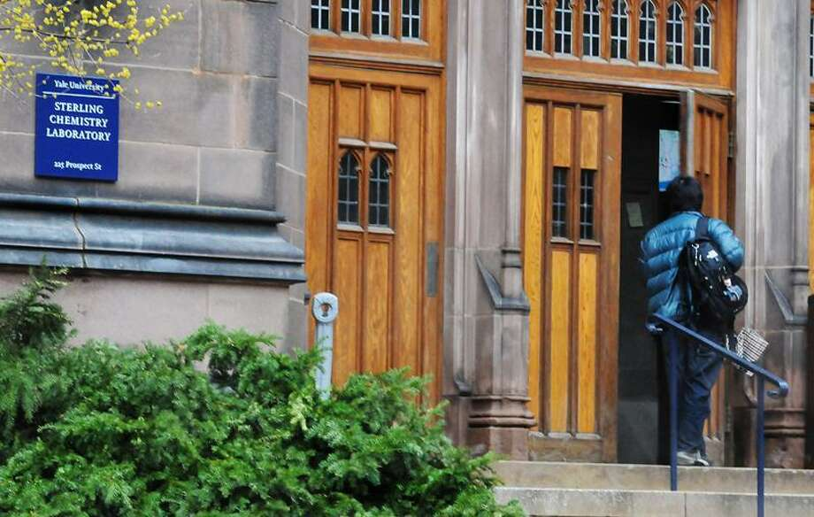 New Haven--A student enters Sterling Chemistry Lab at Yale University. A student died in an accident at the lab.     Melanie Stengel/Register