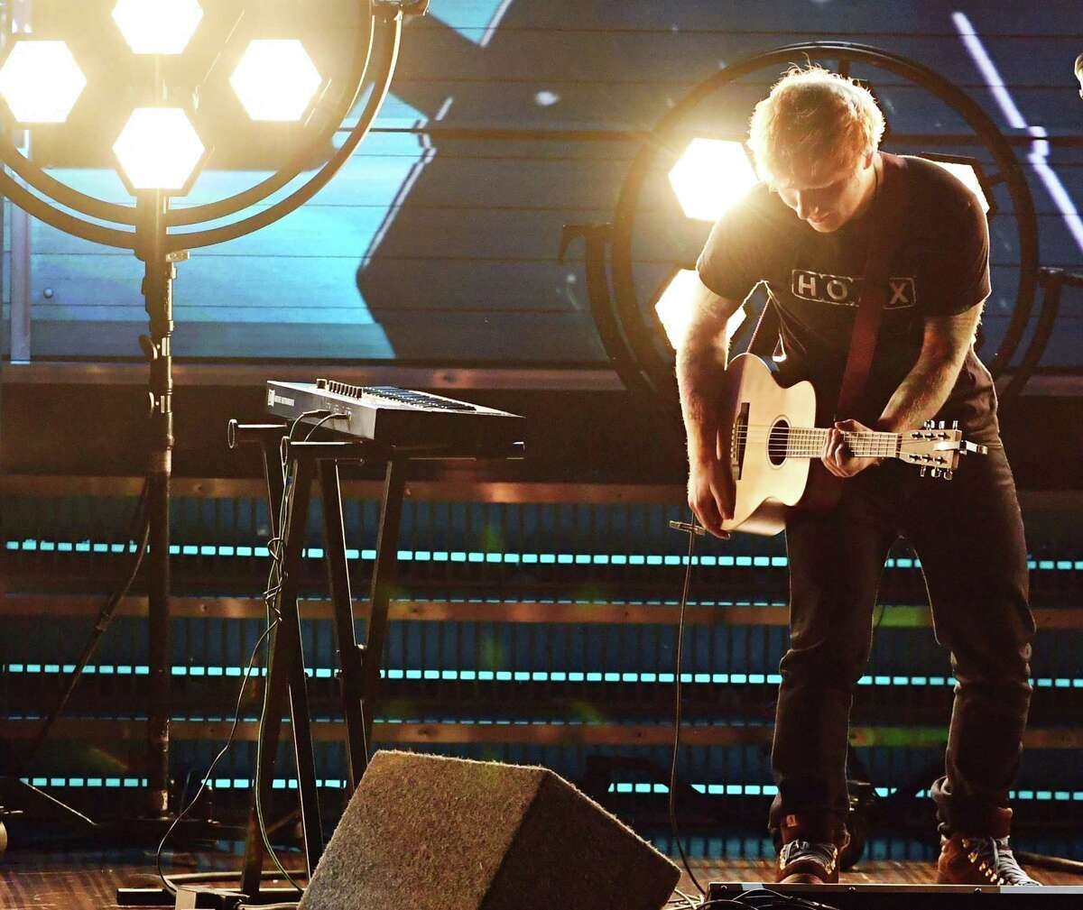 He performs alone Though he's touring arenas, Ed Sheeran continues to perform without a band.