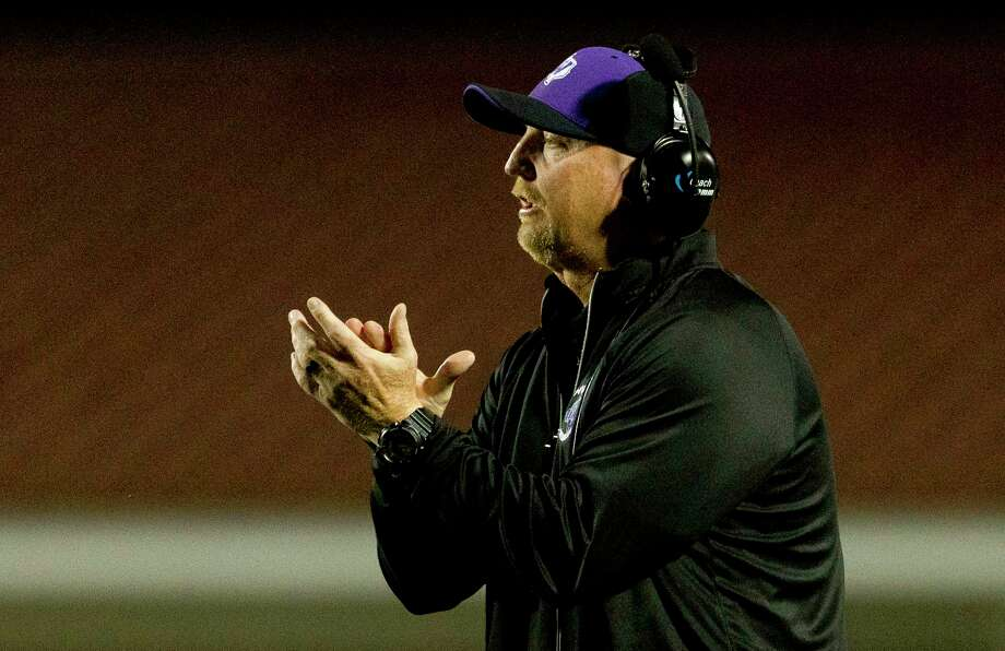 Willis head coach Audie Jackson watches a play during the second quarter of a District 20-5A high school football game at Waller ISD Stadium Friday, Nov. 4, 2016, in Waller. Photo: Jason Fochtman, Staff Photographer / Houston Chronicle