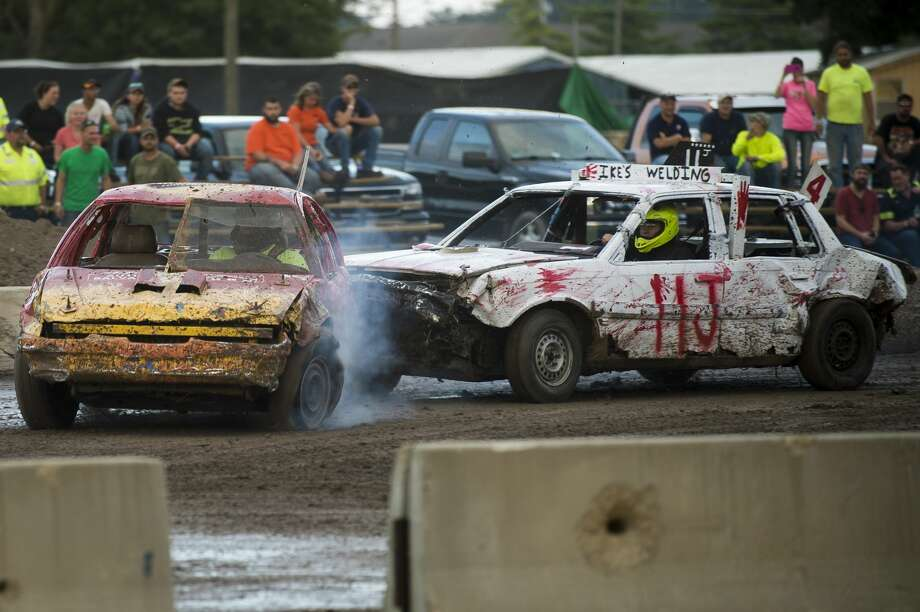 Drivers compete in figure 8 racing on Wednesday, August 17, 2017 at the Midland County Fairgrounds. Photo: (Katy Kildee/kkildee@mdn.net)