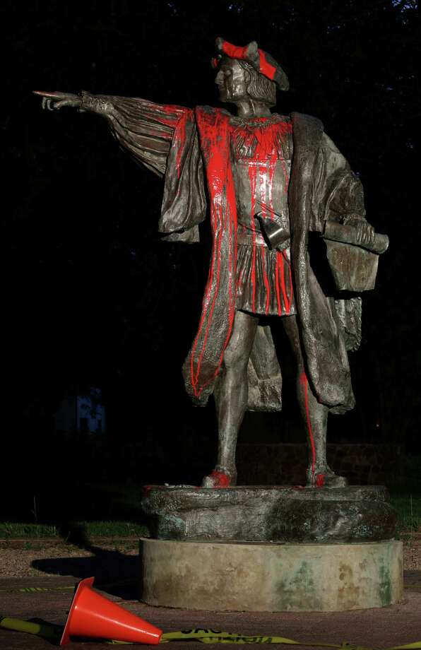 Statue of Christopher Columbus was vandalized Thursday night at Bell Park Friday, Aug. 18, 2017, in Houston. Photo: Godofredo A. Vasquez, Houston Chronicle / Godofredo A. Vasquez