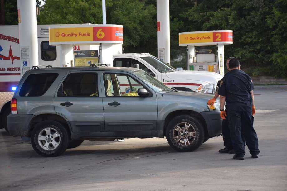 A man's body was discovered Friday morning in the driver's seat of an SUV parked at a North Side Shell station gas pump. Photo: Caleb Downs / San Antonio Express-News