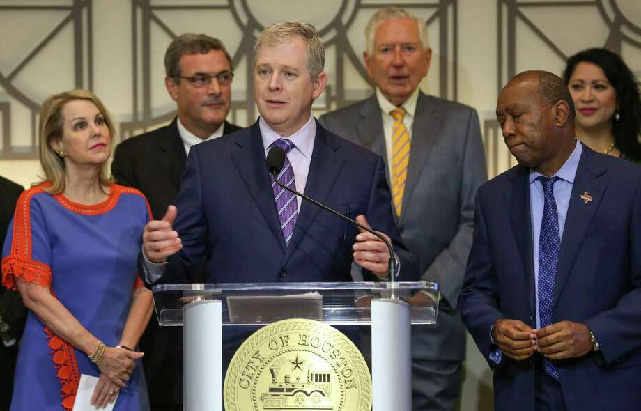 Texas Central Partners president Tim Keith, center, alongside Metropolitan Transit Authority chairwoman Carrin Patman, left, and Houston Mayor Sylvester Turner, talks about the construction of a high-speed rail system that would connect the city with Dallas on Aug. 17. Photo: Godofredo A. Vasquez / Houston Chronicle
