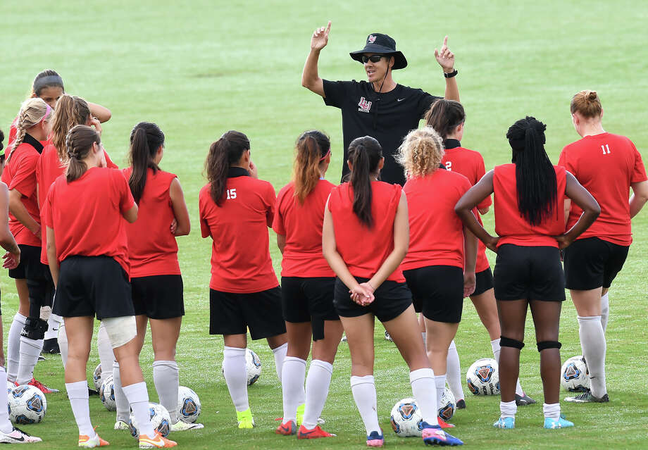 Lamar soccer players run drills and plays during practice on Tuesday. The team will play its season-opening game Friday against Southern University. Photo taken Tuesday, August 15, 2017 Guiseppe Barranco/The Enterprise Photo: Guiseppe Barranco, Photo Editor / Guiseppe Barranco ©