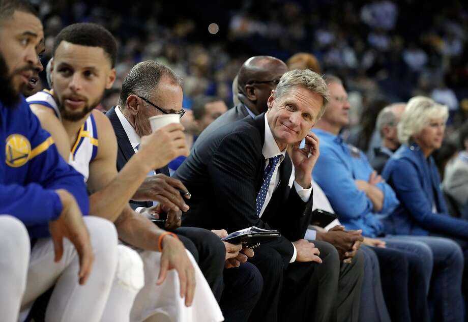 Head coach Steve Kerr looks down the bench at his players as the Golden State Warriors played the Minnesota Timberwolves at Oracle Arena in Oakland on April 4, 2017. Photo: Carlos Avila Gonzalez, The Chronicle